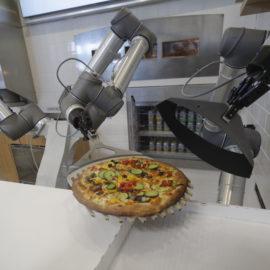 """Los robots UR5 y UR 10 escogidos para crear el concepto PAZZI de """"tech good food"""""""